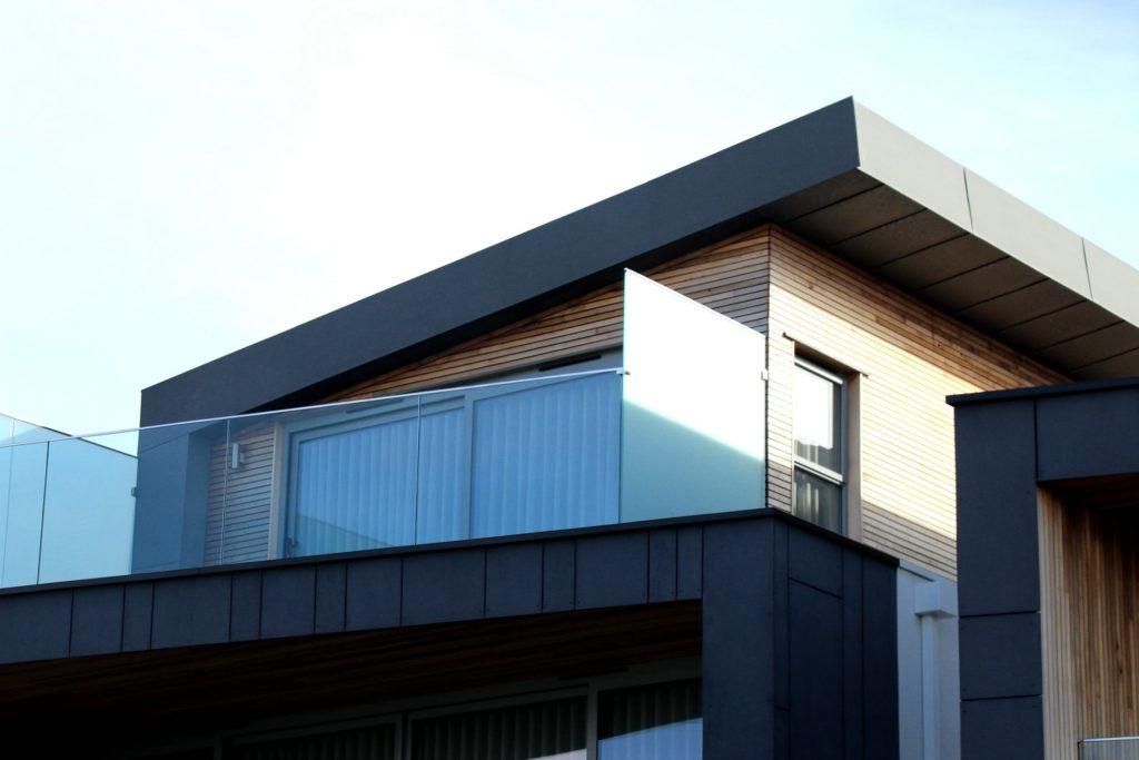 Moderne Hausverkleidung -Fassadenholz